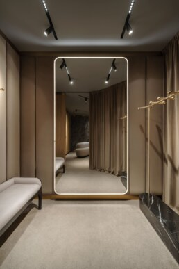 Changing room design, Interior